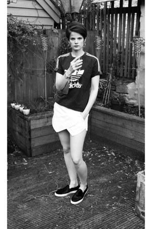 skort Zara shorts - furry slip ons Zara sneakers - vintage adidas t-shirt