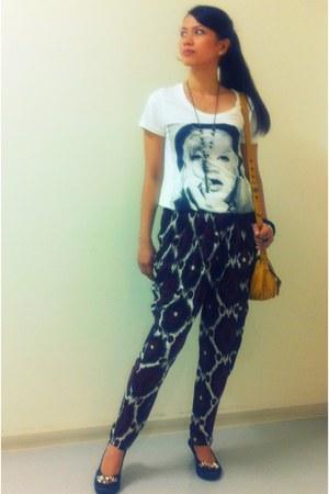 ruby red Fanner pants - black Fanner necklace - white printed shirt Zara t-shirt