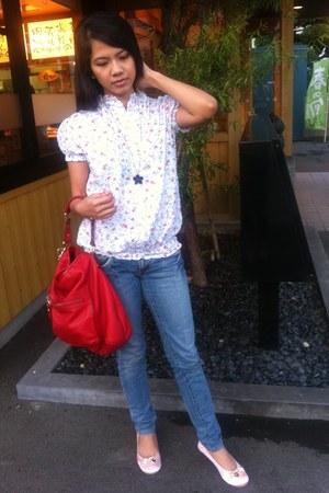 skinny jeans Levis jeans - leather bag Charles David bag - beaded flower Incense