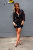 black Bershka shorts - black Parfois sunglasses - black pull&bear t-shirt