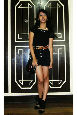 black high waisted Lee shorts - oxford liberte shoes - black vintage top