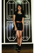 black high waisted Lee shorts - oxford liberte shoes - black vintage top