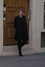 Black-studs-new-look-boots-black-gold-buttons-zara-coat-black-primark-tights