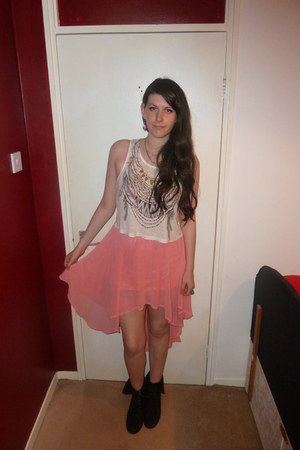 gifted ring - Primark boots - River Island top - Dorothy Perkins skirt