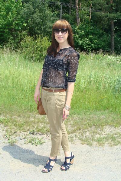 black H&M shirt - camel pull&bear bag - black I am sunglasses