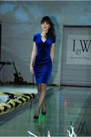 blue IandW dress