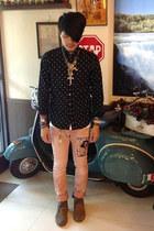 bubble gum Hysterics jeans - black hare shirt - Goro necklace