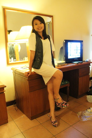 by request wedges - white rubber cloth blouse