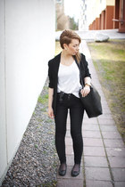 white cotton COS t-shirt - black tight Dr Denim jeans - black viscose COS blazer