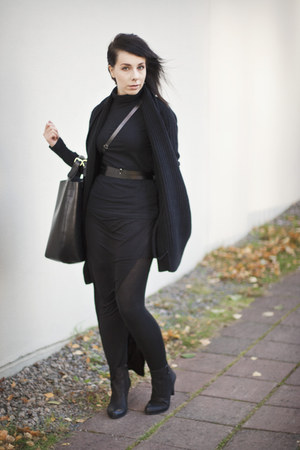 black polo neck Filippa K jumper - black leather ann demeulemeester belt