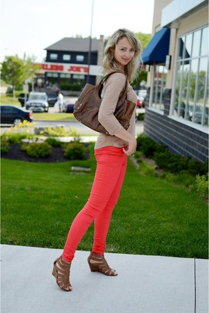 tan Zara top - red Vero Moda jeans - tawny danier bag - tawny expression wedges
