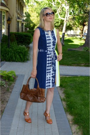 navy bcbg max azria dress - crimson danier purse - tawny Michael Kors sandals