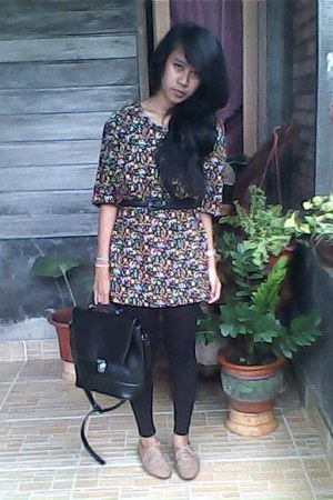 black bag - black belt - dress - light brown shoes