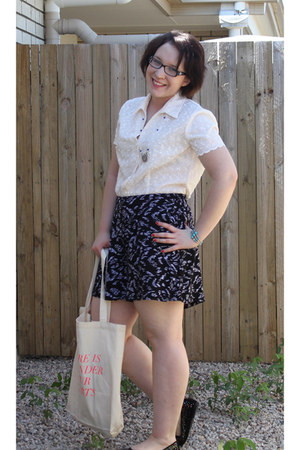 cream vintage blouse - bag - black and white shorts - flats - necklace
