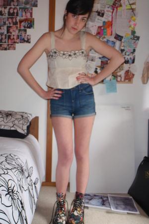 dottidiy top - Miss Shop shorts - Docs shoes