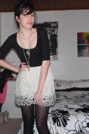 Sydney intimate - dottidiy skirt -  stockings - diva accessories