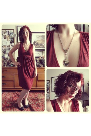 mustard Amber Ilys Steamcrafts necklace - crimson ONeill dress