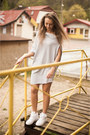 Heather-gray-wwwaxami24pl-axami-dress-white-nike-sneakers-gold-timex-watch
