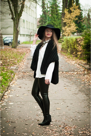 black second hand jumper - black River Island hat - white Yups shirt
