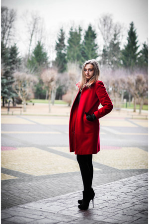red Topshop coat - black Zara dress - black Stradivarius heels