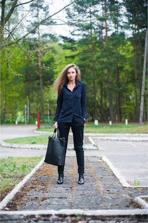 black Top Secret bag - navy Yups shirt - black Stradivarius wedges