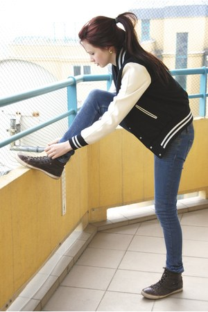 black jacket - dark brown Buffalo sneakers - gold earrings