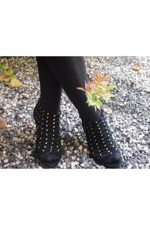 ANDRE heels