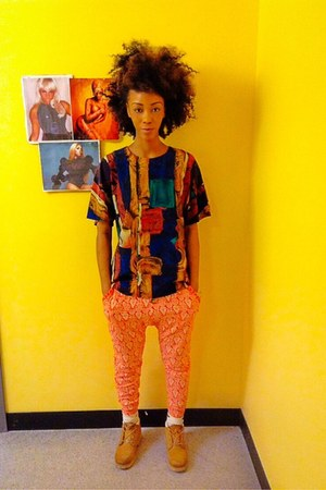 colorful thrifted shirt - Timberland boots - orange Forever 21 pants