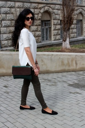 olive green Zara jeans - white Zara blouse - black pull&bear flats