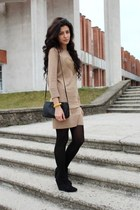 camel Bershka dress - black Bershka boots - black Stradivarius bag