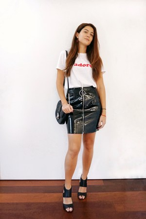 black Michael Kors bag - white Boohoo t-shirt - black asos skirt