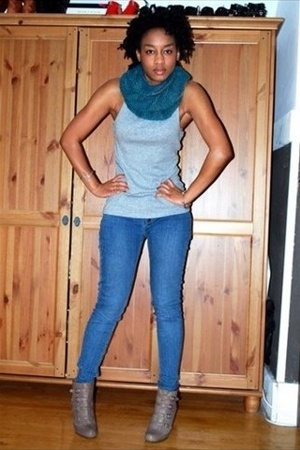scarf - top - f21 jeans - Nine West shoes