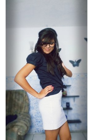 black blouse - white shoes - polka skirt - black glasses