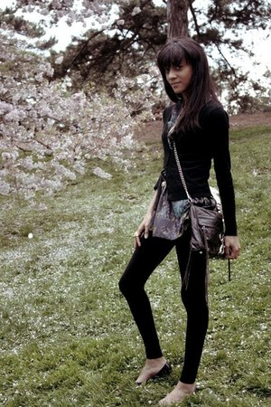 H&M leggings - Rebecca Minkoff bag - Topshop top - Steve Madden flats - H&M card
