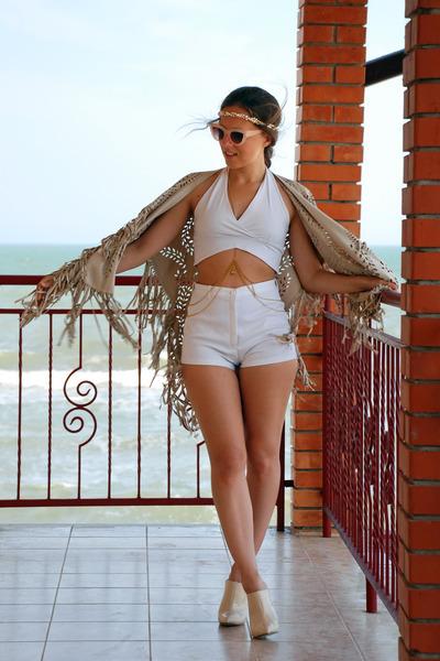beige Choies cape - white shorts - nude asos sunglasses