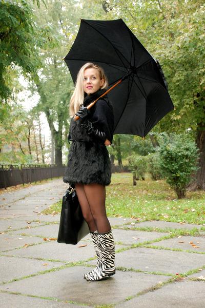 fur Stradivarius jacket - welington mimistore boots