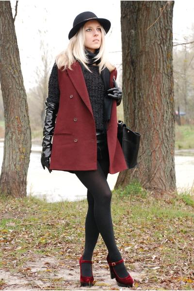 burgundy vintage vest - velvet oxblood Centro heels