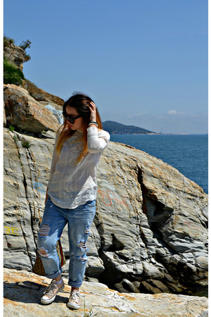 blue Zara jeans - brown Gucci bag - black Celine sunglasses - off white H&M top