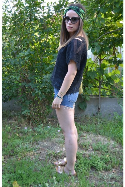 Levis shorts - Tom Ford sunglasses - Versace for H&M hair accessory - Oysho top