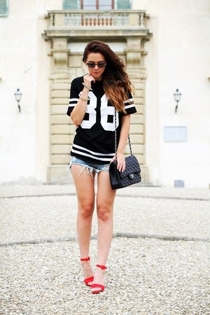 black Chanel bag - light blue Sheinside shorts - black Vogue sunglasses