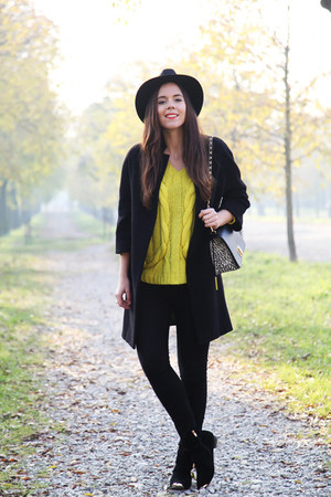 light yellow Sheinside sweater - black Shoesing shoes - black Zara jeans