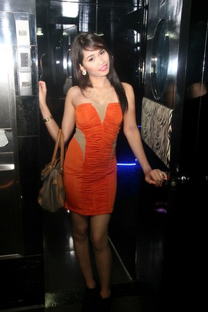 carrot orange dress - light brown bag