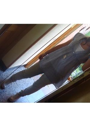 Zara t-shirt - Zara blouse - Mango jeans - Converse shoes - Tous earrings - Tous