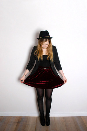 gold studded new look hat - black Yoké blazer - crushed velvet Monki skirt