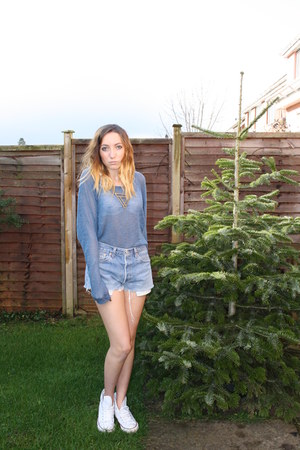 levis Urban Outfitters shorts - Topshop top - Converse sneakers