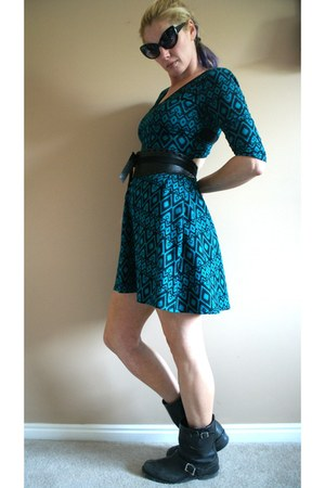 black Frye boots - turquoise blue Forever 21 dress