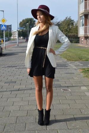 black skater dress - maroon hat - white blazer - black heels