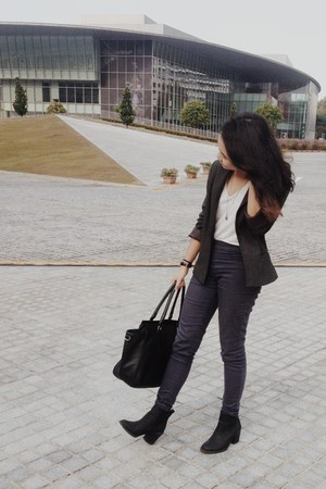 black H&M boots - black H&M bag - dark gray Bershka pants - black casio watch