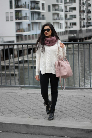 ivory wool Vero Moda sweater - black leather Sascha shoes boots