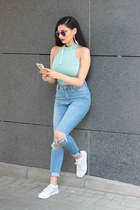 light blue crop tp GINA TRICOT top - heather gray sneakers Lacoste shoes